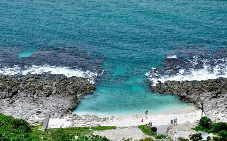 「厚石群礁」天然游泳池